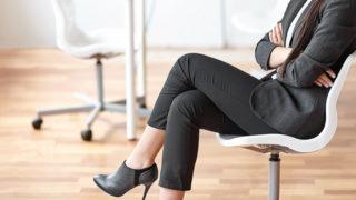 足組みが癖になっていたら要注意!足組みがもたらす悪影響を解説!