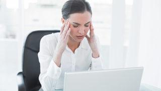 目の疲れを取る方法を知りたい方必見! 原因と解消法を紹介します。