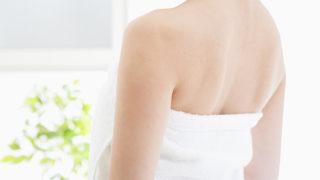 背中ニキビの原因は? 背中のぶつぶつを改善・予防する方法を紹介!