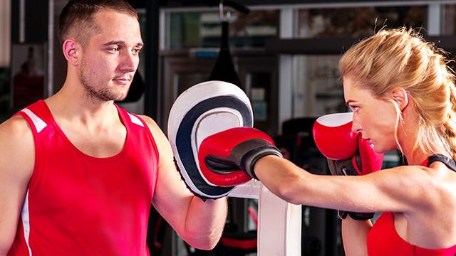 ミット打ちはボクシングの上達ポイント! 効果や基本の打ち方とは?
