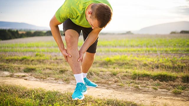 足がつる原因と予防・対処方法