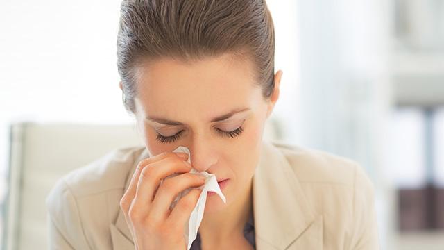 スギ花粉のアレルギー対策と原因や治療法について