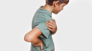 腰痛で悩む子供が急増中?! 子供の腰痛予防に役立つ3つのポイント
