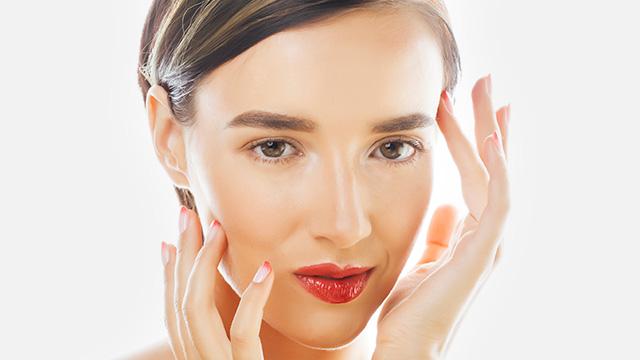 顔の歪みを引き起こすNG習慣と解消法