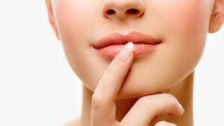 唇が乾燥したり荒れたりする原因は一体何? 対処法と共に紹介します!