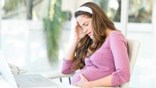 妊娠中のつらい肩こりの対処法とは?