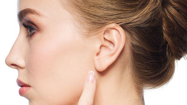 耳たぶにできた粉瘤の対処法