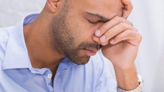 目の疲れは何が原因? 眼精疲労などの改善ポイントやケアについて