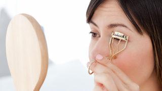 まつ毛が抜ける原因や対処法とは? 抜けまつ毛に悩む方必見のポイント