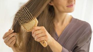 髪が細い・薄いと悩んでいる方必見! 原因と対処法を紹介します。