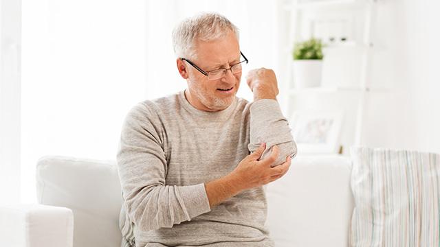 関節のこわばりはどんな症状? 治療法・セルフケア・予防策をご紹介