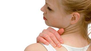 肩や背中の痛みは筋肉疲労の症状? 疲労を早く回復させる方法