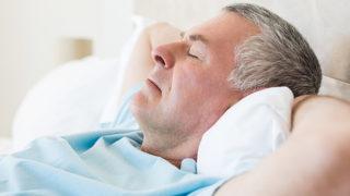 寝違えて首が痛い! 痛みを和らげるにはどうすればいい?