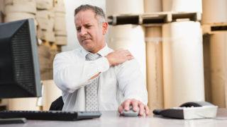 パソコンで肩がこるとお悩みの方へ! 肩こり対策3つのポイント