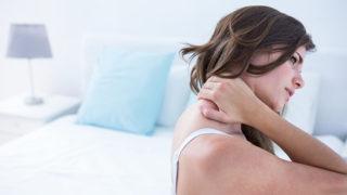首が痛くて動かない! 寝違えた時にやってはいけない対処法とは?