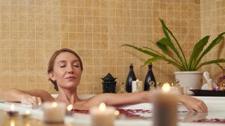 風呂で寝るのは危険! 原因や正しい対策法などをご紹介