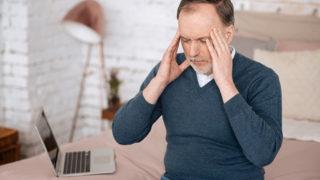 首こりのせいで頭痛が起きるって本当? 首こりと頭痛の解消法は?