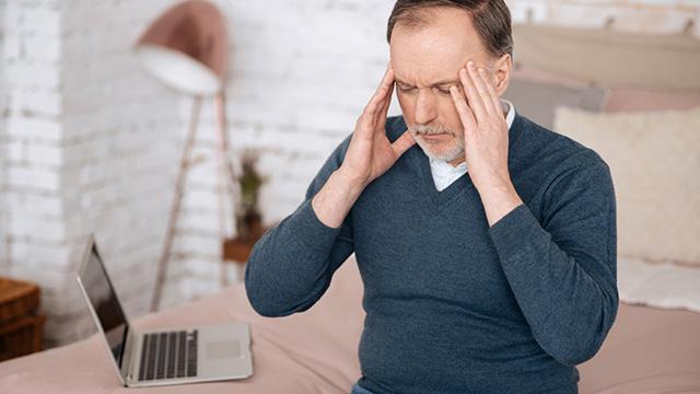 首こりのせいで頭痛が起きるってほんと? 首こりと頭痛の解消法は?