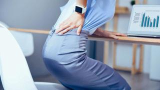 ぎっくり腰の激しい痛みに襲われる前に…原因と予防方法を3つ紹介