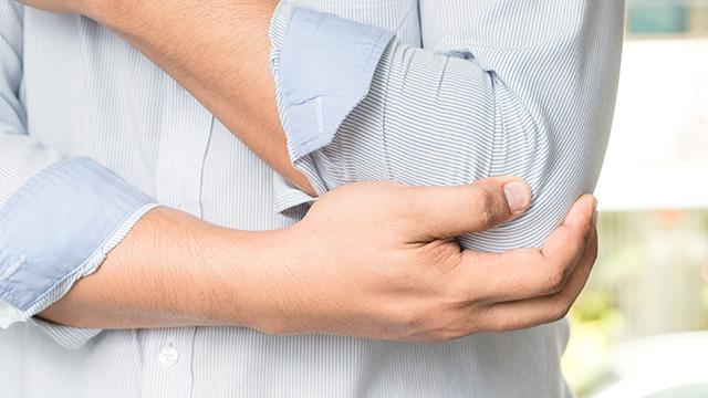 テニス肘の症状と原因と自宅でできる効果的な治し方