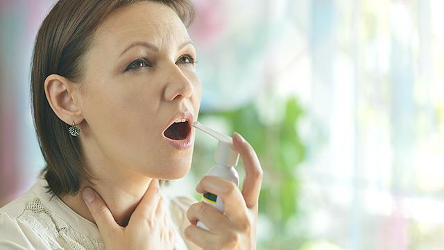 喉に違和感や異物感を覚える原因