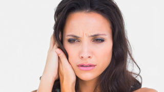 耳鳴りで悩んでいる人へ!原因・症状・治療法を詳しく解説!