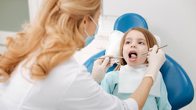 子供の虫歯は早期治療が大切! 治療法や予防法・歯科選びについて